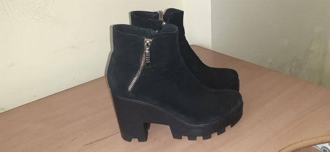Ботинки черные на высокой платформе