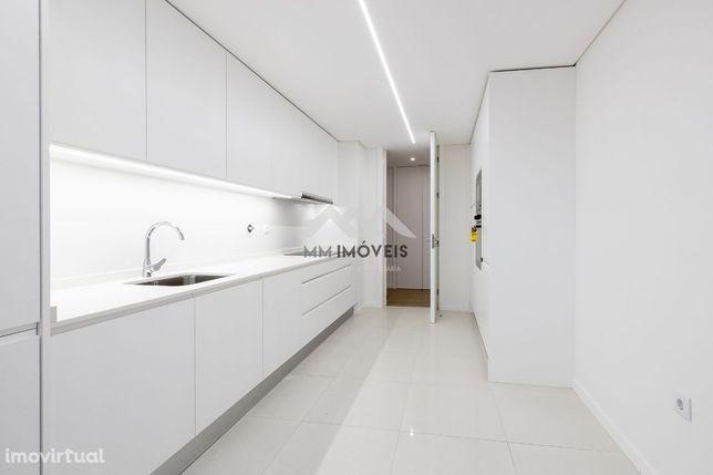 Apartamento T3 | Miramar | Novo | Luxo | Box | Praia