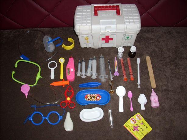 Набор доктора, в чемодане 31 предмет.