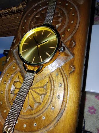 Часы золотого цвета, самовывоз