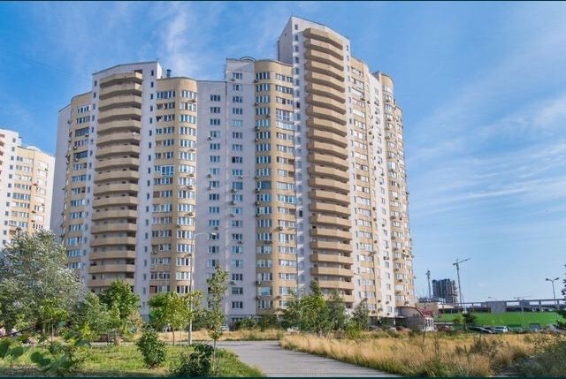 продам 3-х комнатную квартиру на Днепровской Набережной 19