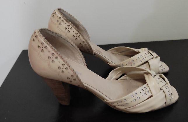 Sandálias creme ,