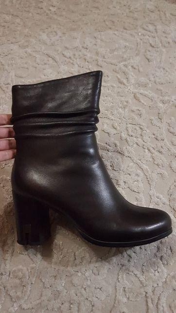 Продам ботинки демисезонные черные 39р 25 см