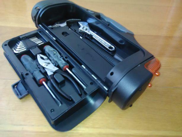 Caixa de ferramentas Nova com lanterna