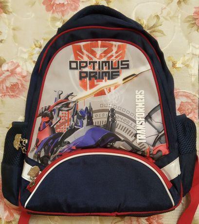 Рюкзак портфель в школу.