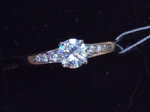 Золотое кольцо с бриллиантом 0.25 карат