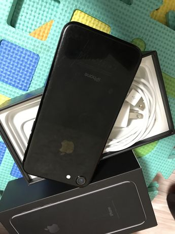 Продам Iphone Айфон 7 32 Gb коробка есть