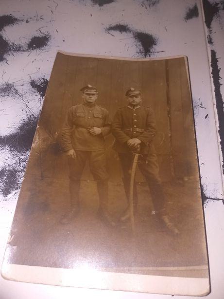Stare zdjęcie przedstawiające Polskich żołnierzy okres Piłsudskiego