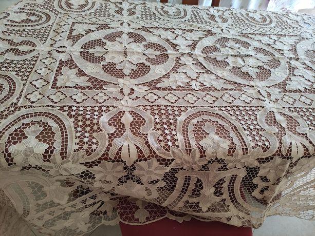 Toalha de mesa bordado de veneza