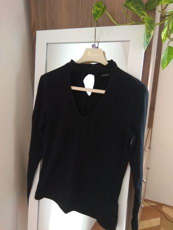 Czarna bluzka z czokerem Bershka