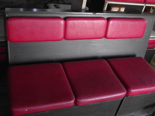 Ławy,loże pufy czerwone siedziska i oparcia po 37 zł za miejsce