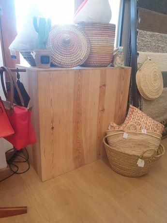 2 balcoes, apoio, mesa, expositor, montra, loja, rustico