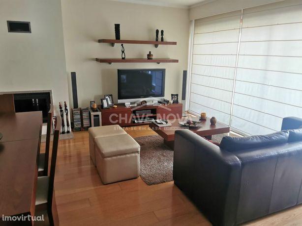 Apartamento T2+1 no Candal em prédio de excelente qualidade