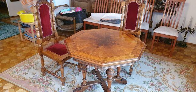 Antyczny stół drewniany ośmiokątny i dwa krzesła komplet