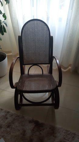 Cadeira de balanço para relaxa