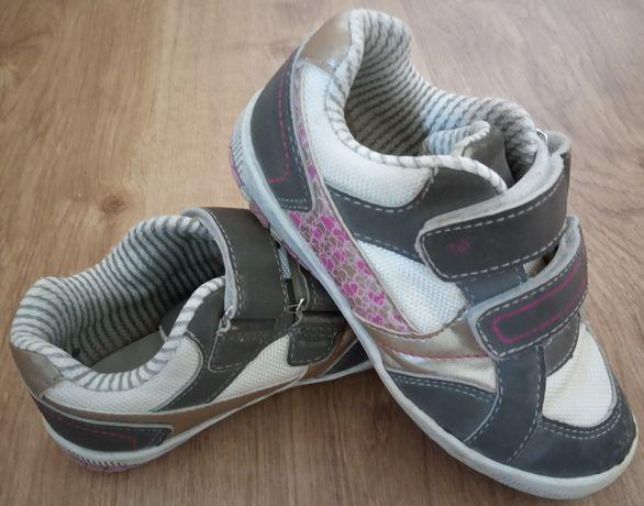 Sapatos - tamanho 28