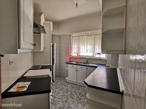 Apartamento Tipologia T2 com potencial próximo ao Metro das Olaias