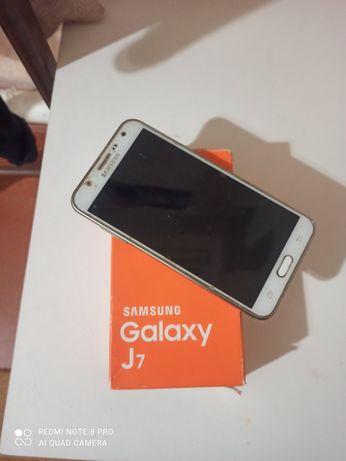 Телефон  GALAXY J7
