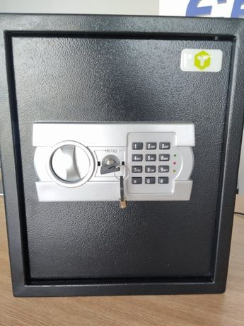 Продам сейф на ключі
