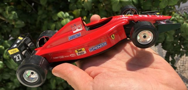Ferrari F1 carro minuatura Burago 1:24