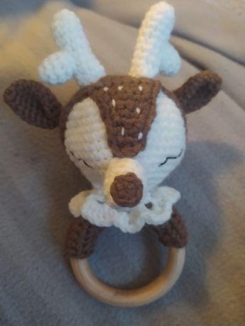Maskotka Grzechotka zrobiona na szydełku amigurumi miś króliczek lisek