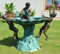 Fonte de bronze com crianças e peixes - em excelente estado