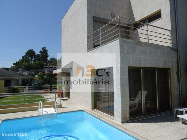 Moradia T4 com piscina Carvalhos