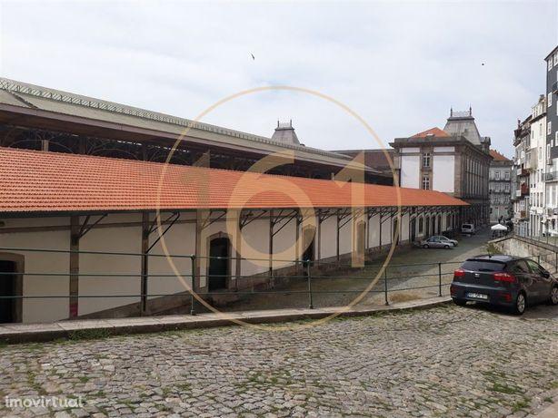 Loja / Armazém para arrendamento, em plena Baixa do Porto, junto à ...