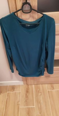 Odzież ciążowa - leginsy, bluzki i spodnie jeansowe.