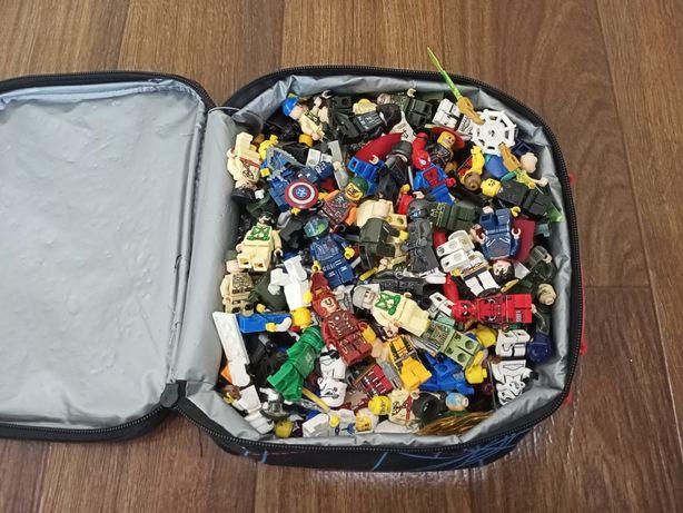 Коробка лего минифигурок