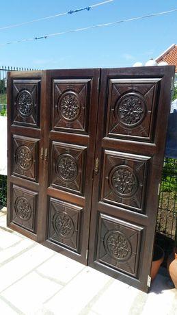 Portas de roupeiro  de madeira  de pau Santo