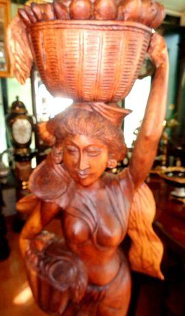 Escultura madeira artesanal
