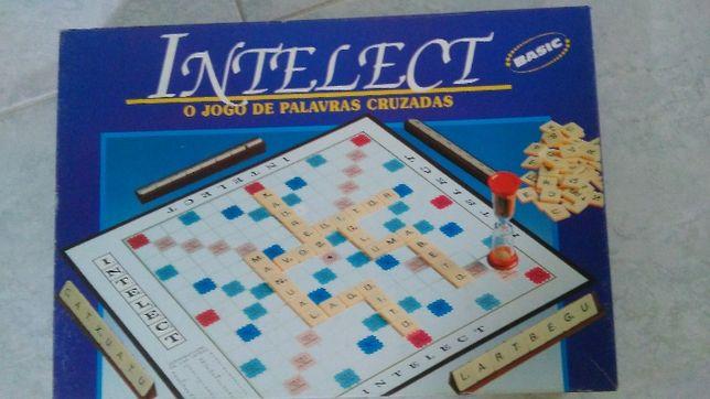 INTELECT - Jogo de Palavras Cruzadas