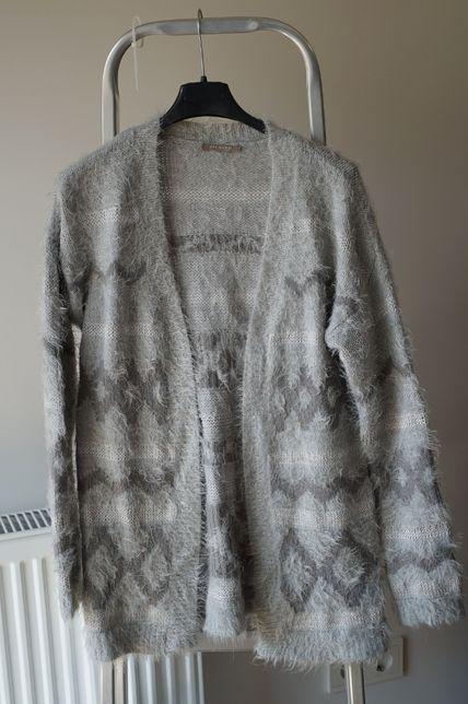 Sweter szary ze srebrną nitką firmy Orsay