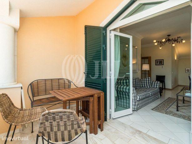 Apartamento T2 com vista mar e garagem, no Centro Históri...