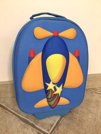 Детский чемодан на колёсах с ручкой