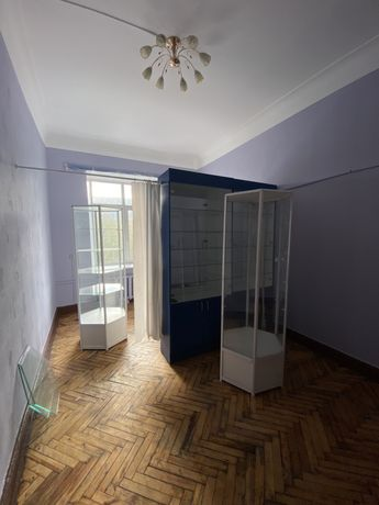 Сдам офисы в самом центре города: 18 и 20кв.м. на пр.Карла Маркса