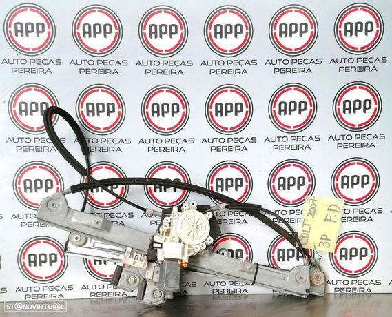 Elevador eléctrico Mitsubishi Colt de 2007 de 3 portas direito.