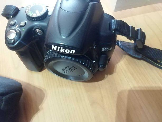 Nikon D5000 + lente 18-55mm VR