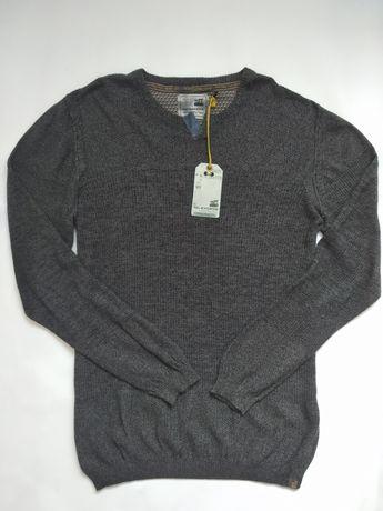 Мужской  свитер размер Л бренд