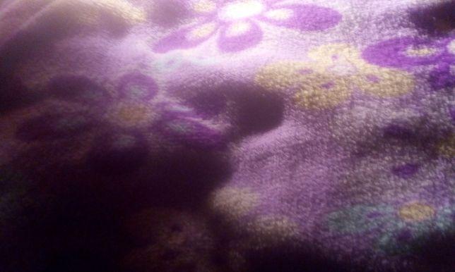 Лежанка для кошки ( кусок флисовой ткани)