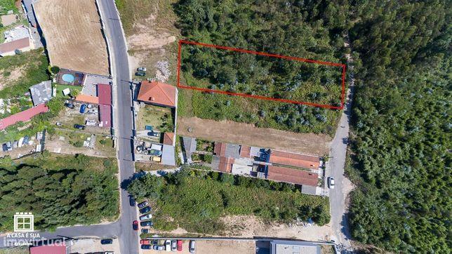 Terreno rústico e plano com 1470 m2 em Silvalde