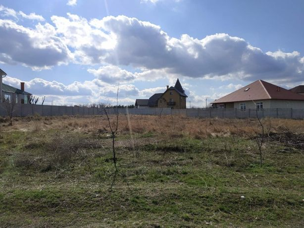 Ровный приватизированный участок 10 соток на жилой улице Лесная