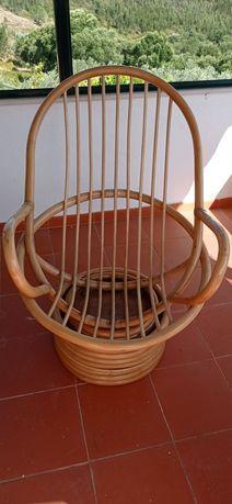 Cadeira bambú tipo poltrona