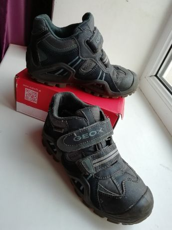 Ботинки демисезонные на мальчика Geox фирменные размер 30