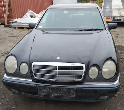 Mercedes E-Klasa E220D Sedan 2.2 Diesel 96r Wszystkie Części Hak