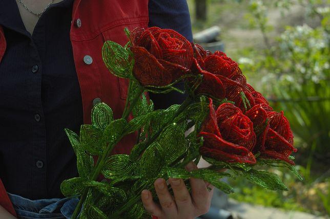 Подарок.  Розы из бисера. Цветы из бисера. Хендмейд. Ручная работа