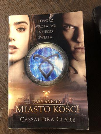 """Książka """"Dary Anioła miaso kości"""" Cassandra Clare"""