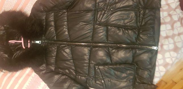 Продам женскую куртку хорошее состояние, зима, с капюшоном,