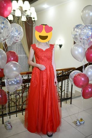 Випускне плаття червоного кольору